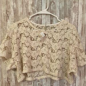 NWT Emma & Sam Cream Floral Crochet Top